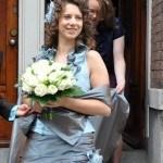 Bruid Anke in haar gekleurde trouwjurk van Leijten creations