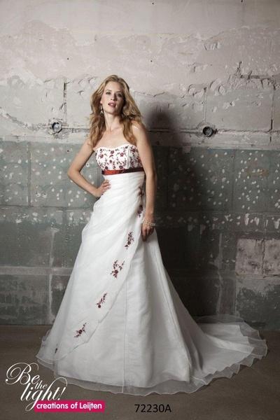 Trouwjurk Rood Met Wit.Gekleurde Trouwjurken Creations Of Leijten Bruidsmode Mariska 06