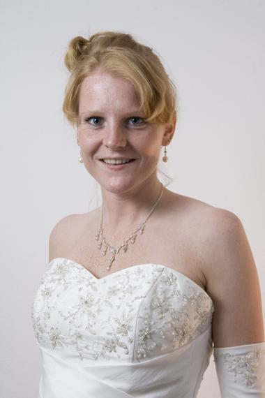 Outlet bruidsjurk, outlet trouwjurk bruidsmode Mariska