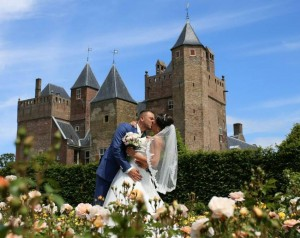 Onze bruid Bianca op Slot Assumburg te Heemskerk, trouwen in een kasteel