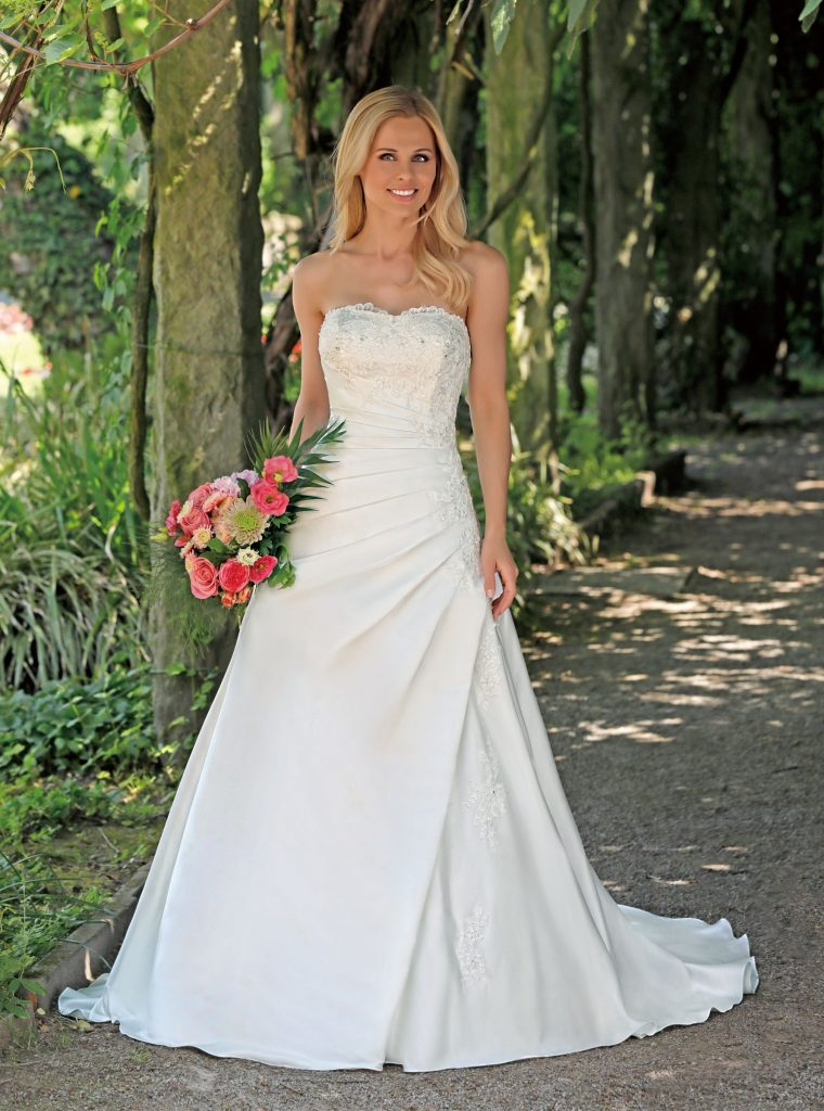 Trouwjurk Satijn.Amelie Bruidsmode Mariska 06 11380176