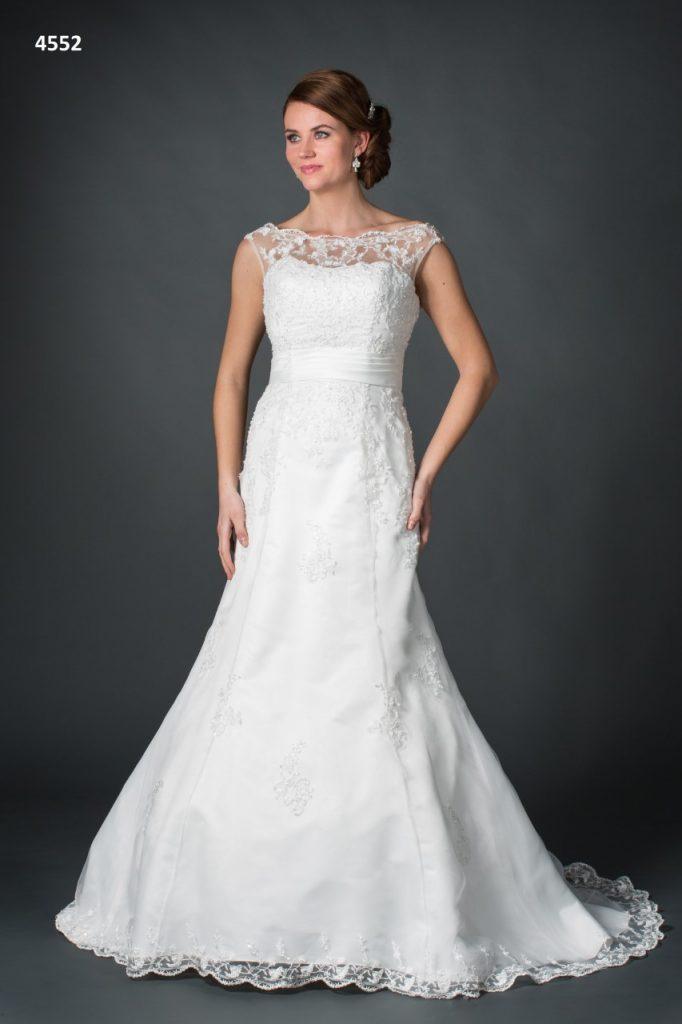 Bruidsjurk wit kanten details