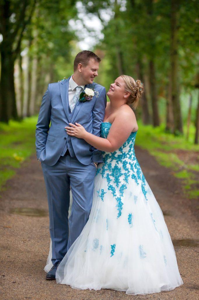 bruidsmode, Gekleurde trouwjurk echte bruid