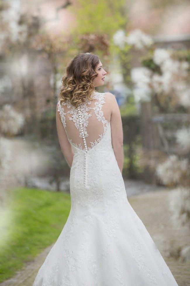 kanten trouwjurk met sexy rug