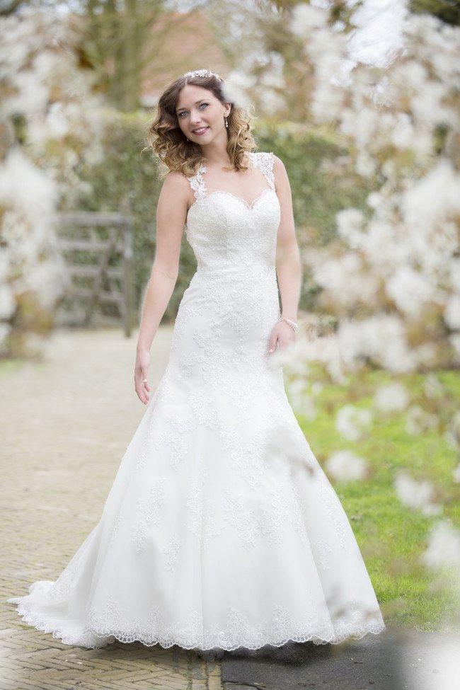 Kanten bruidsjurk