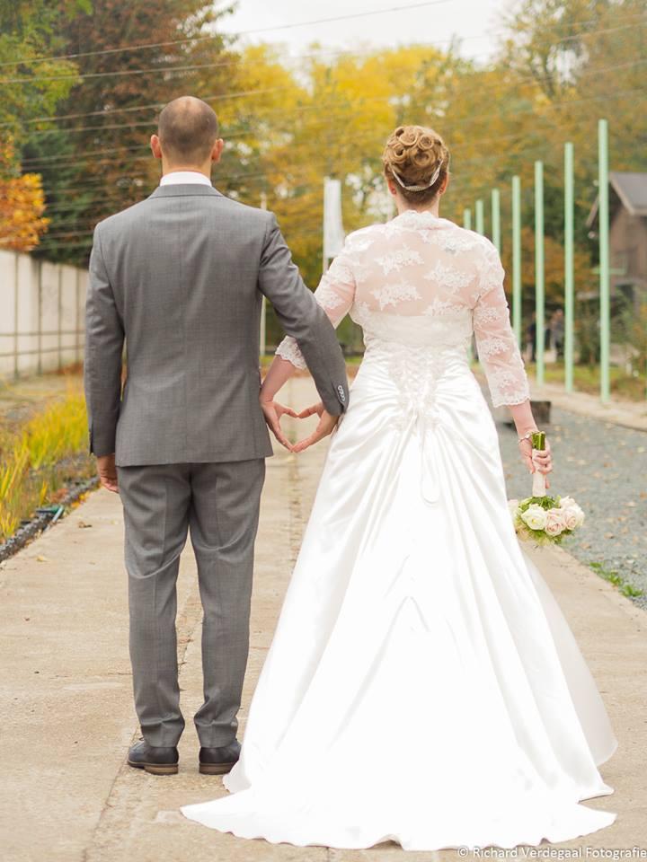 Kanten jasje trouwjurk