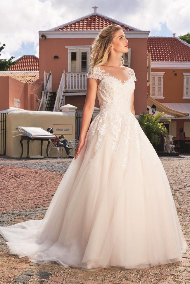 Bruidsjurk prinses, Bruidswinkel Heerhugowaard, bruidsjurk grote maat, maatje meer trouwjurk, bruid, plus size bruidsmode, emb